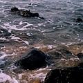 海浪拍打岩石