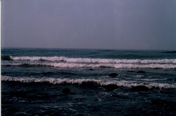 海浪不斷打來