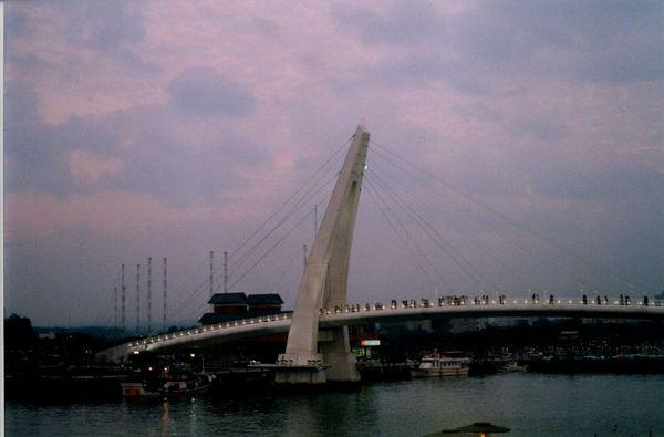 開始點燈的橋