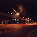 只剩下燈光在夜的台北綻放