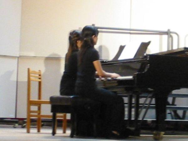 照一下鋼琴