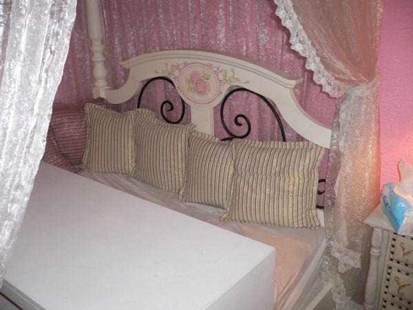這個位子擺在床上呢