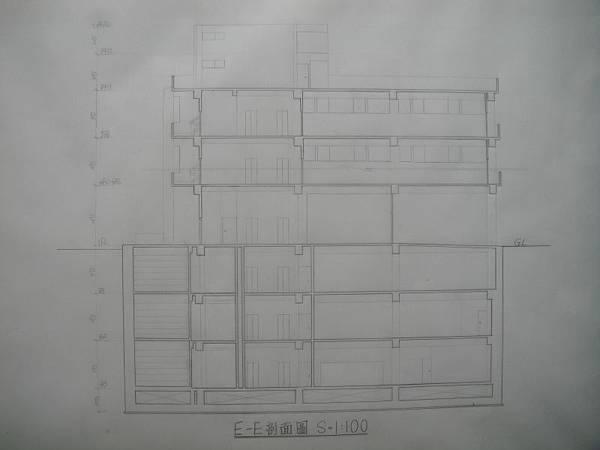 E-E剖面圖