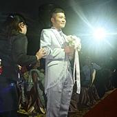新郎倌在紅毯等新娘