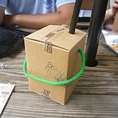 飲料也用紙箱裝