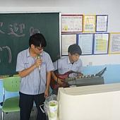 小邱唱歌伯凱彈琴