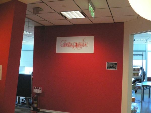 餐廳牆上的達文西版Google