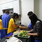 室內正在處理食材