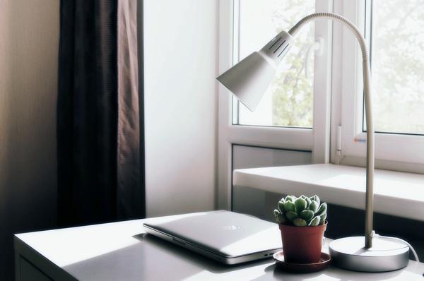 實用LED檯燈