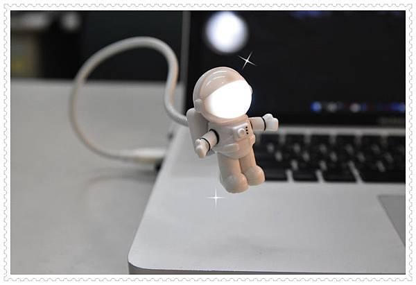 太空人USB夜燈1