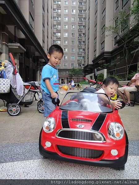 拉風的紅色跑車