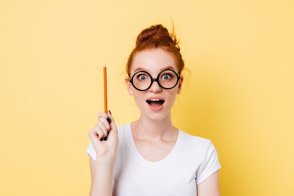 一個女生表情對玻尿酸和洢蓮絲的維持期不一樣感到驚訝
