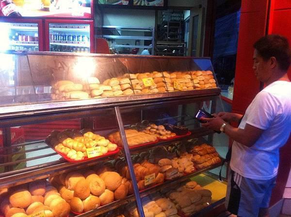 別看麵包不起眼,絕無添加物,又便宜又香