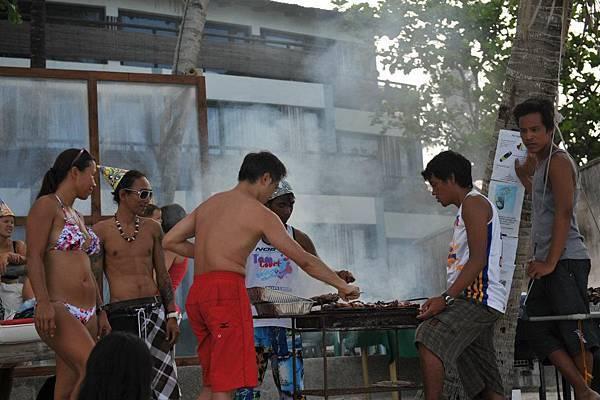 東岸有許多專業風浪板玩家,與他們一同BBQ