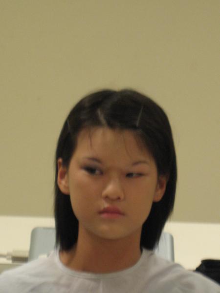 明顯的化妝後的眼睛是提高的.JPG