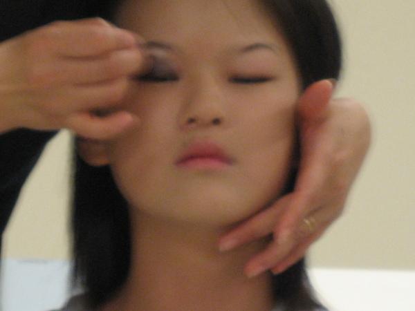 當你是內雙或是單眼皮的眼線膏位置.JPG