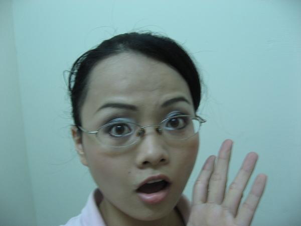 使用 MQ GY851戴眼鏡驚訝表情-20070830