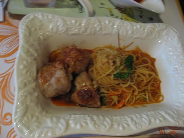 julia主餐-蘋果雞肉捲紅醬義大利麵