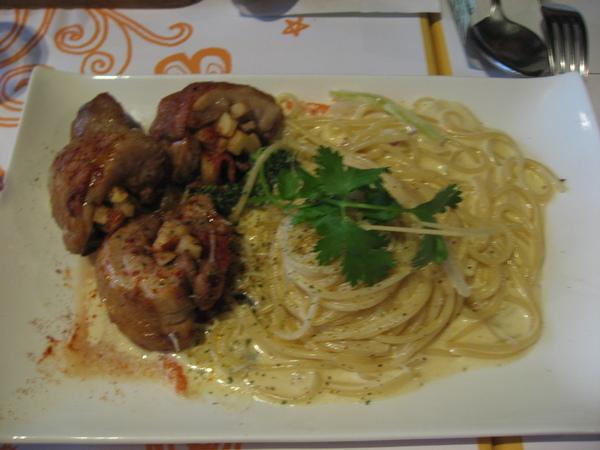 star的主餐-蘋果雞肉捲奶油義大利麵