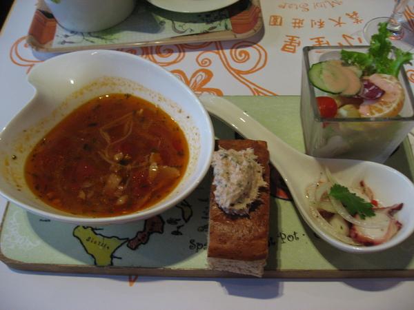 餐前莎拉+麵包+湯
