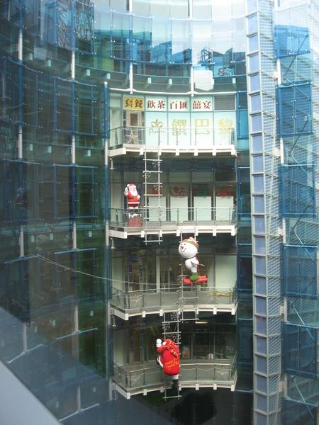 夢時代建築物上的聖誕裝飾