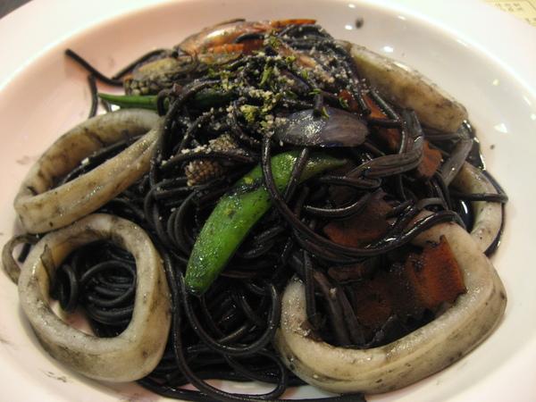 晚餐-墨魚義大利麵