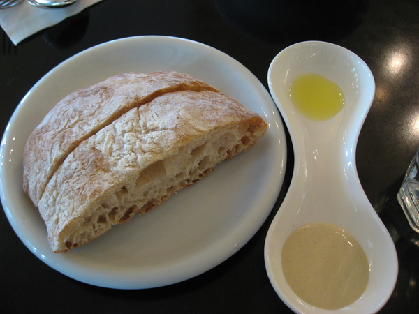 拖鞋麵包跟沾醬
