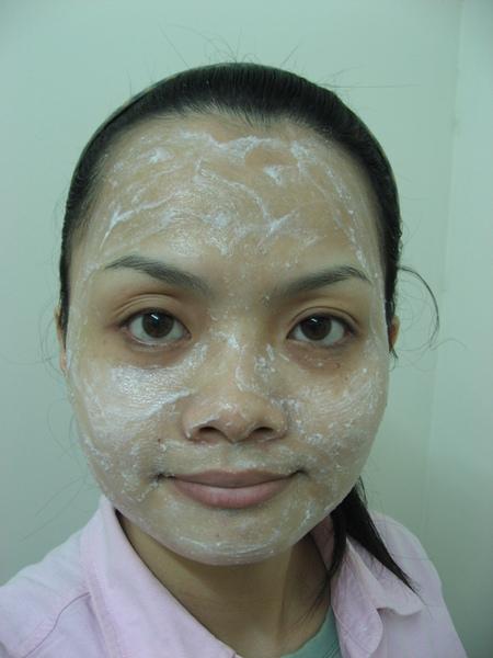 敷上純米面膜的臉