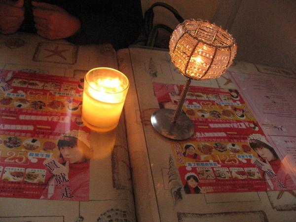 桌上的蠟燭