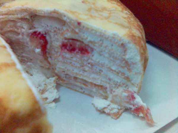 主廚烘焙的草莓千層蛋糕切面