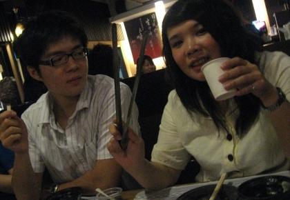 甜蜜二人組-拍照總是有一個不看鏡頭
