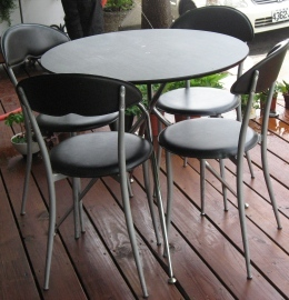 喬西小館外的桌子