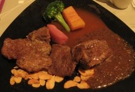 陶板屋的主餐-和風熟烤牛肉