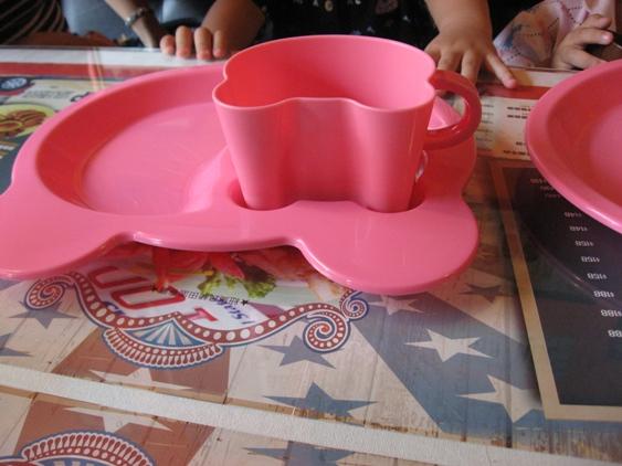 Gary Bee貼心的兒童餐具.JPG
