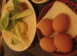北澤壽喜燒一開始的放在桌上的蛋+蔬菜盤