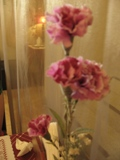 威尼斯餐桌上的假花