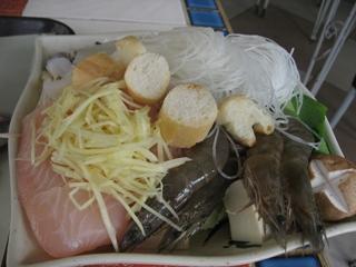 黑亼海鮮鍋的配菜