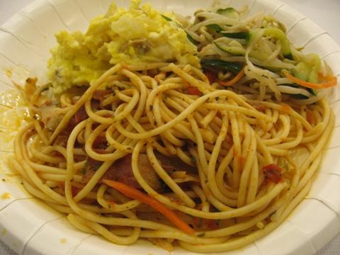 高雄站前康橋商旅的早餐-義大利麵+小菜