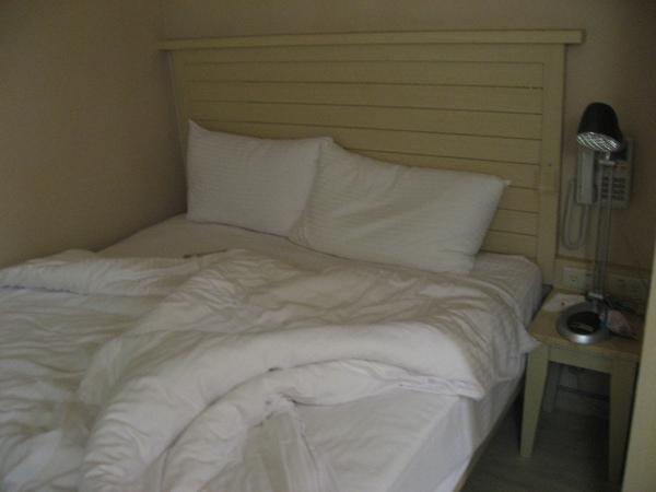 高雄站前康橋商旅的床