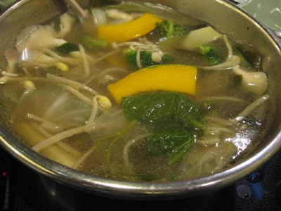 煮到一半的MOMO涮涮鍋