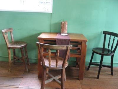 三時茶房二樓的小桌子.JPG
