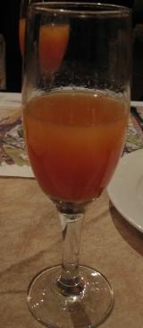 布列塔尼伊開始上來的綜合果汁.JPG