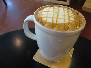 目覺咖啡的焦糖瑪奇朵.JPG