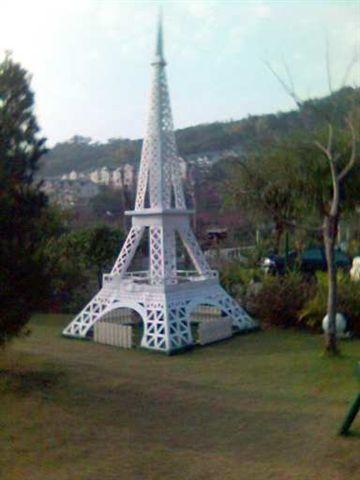 紙箱王內的法國巴黎鐵塔.jpg