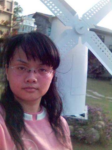 跟紙箱王的風車合照.jpg