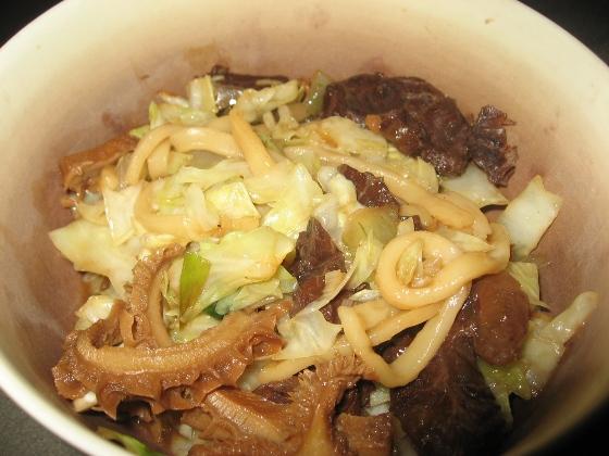 炒牛肉麵+高麗菜.JPG