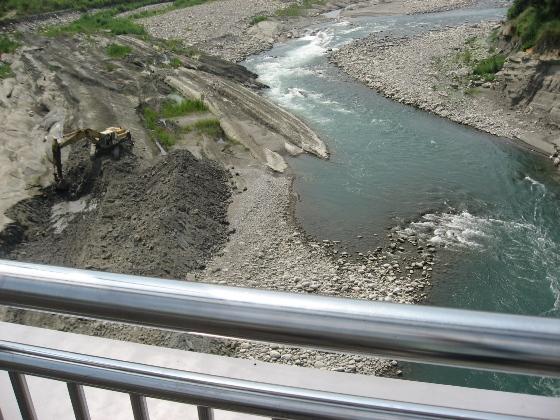 大甲溪的河床.JPG