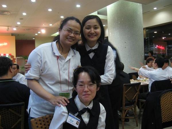 20090923於飯店用餐跟日本全時間姊妹合影.JPG