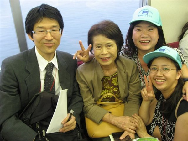 20090923福音聚會完於電車上傳福音情形1.JPG