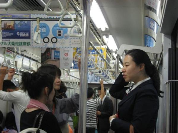 20090923福音聚會完於電車上傳福音情形2.JPG